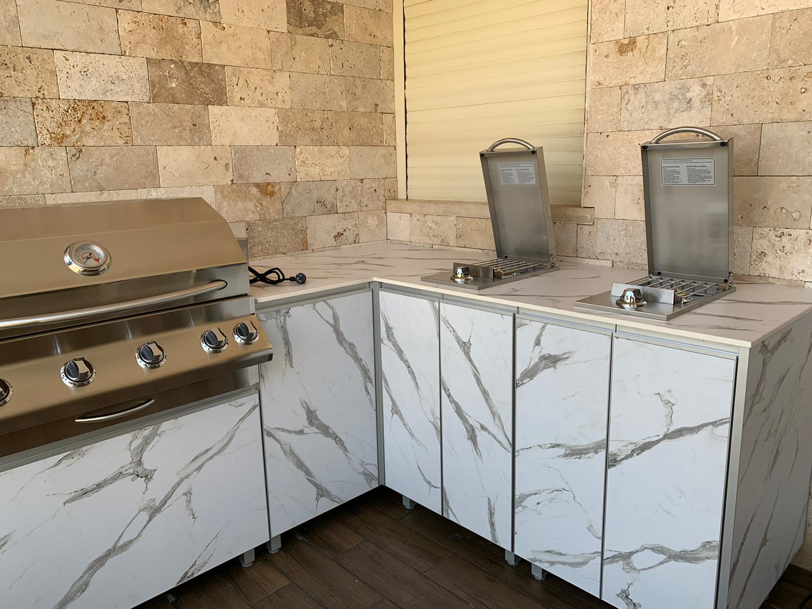 מטבח פינתי לבן עוקרים בתל אביב