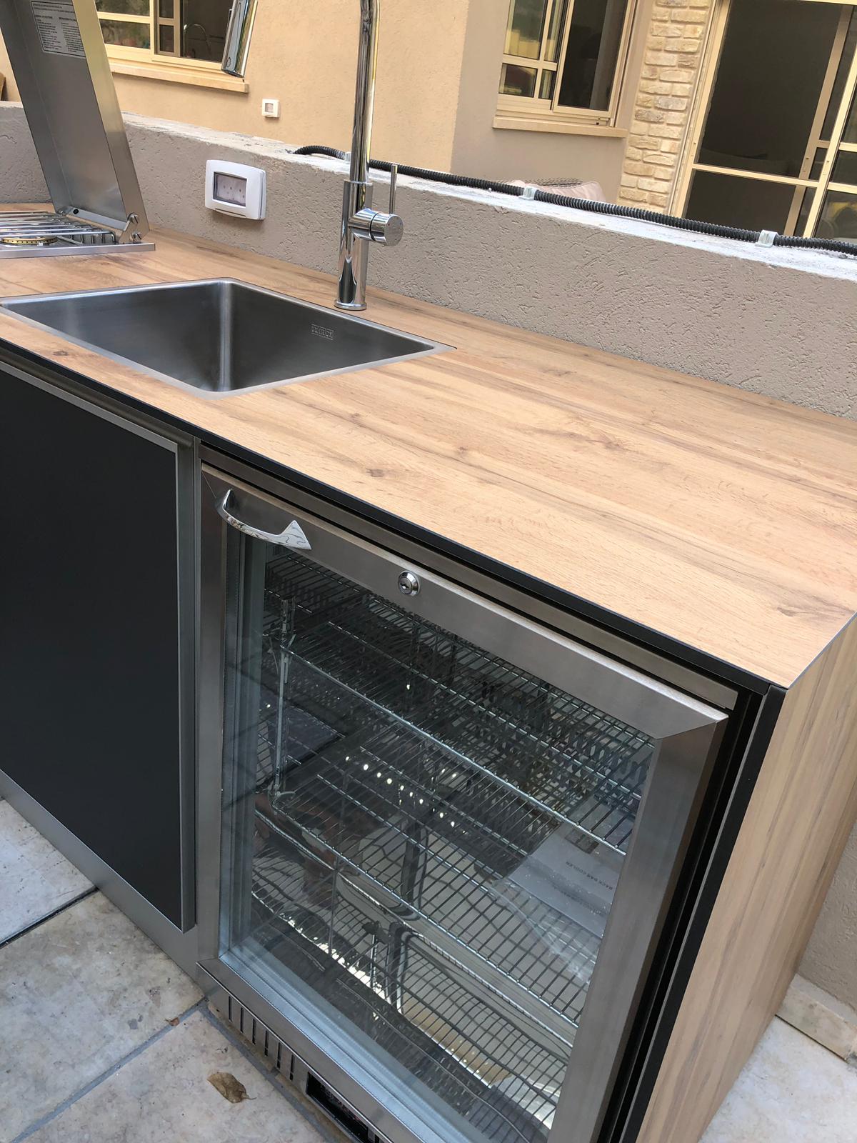 מקרר בנוי במטבח חוץ מושלם בחיפה